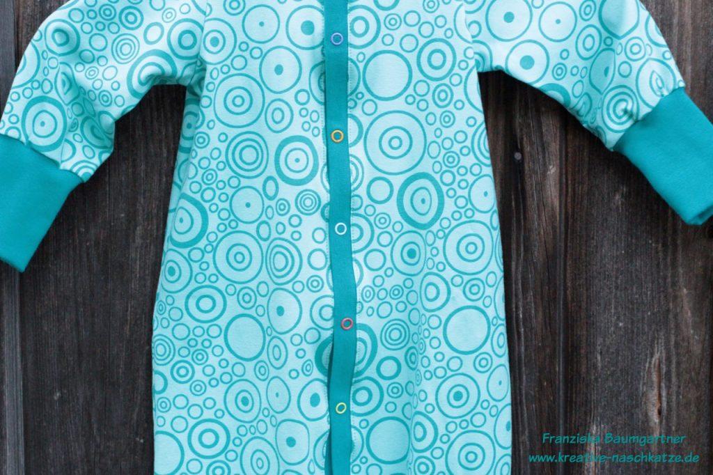 c1e29d728e Da ich mich bei den Druckknöpfen für keine Farbe entscheiden konnte bzw.  keine der Farben so richtig zum türkis-mint-farbenen Jersey passte, ...
